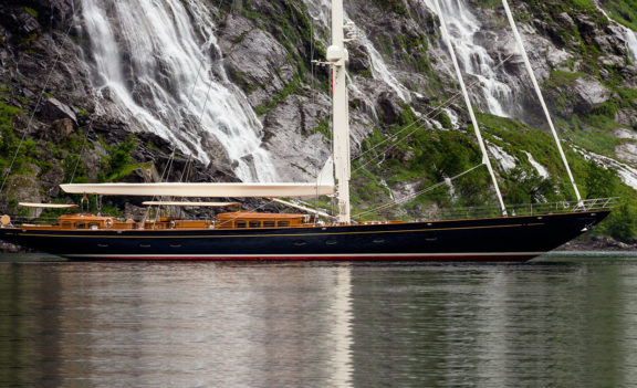 Visualizing Elegance: Royal Huisman Wisp
